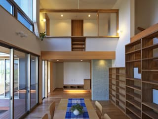 Eclectic style living room by かんばら設計室 Eclectic
