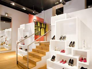Agencement de boutique à Lyon pour la marque Nathalie Chaize réHome Locaux commerciaux & Magasin classiques Bois