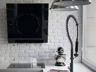 Białe na Czarnym: styl , w kategorii Kuchnia zaprojektowany przez GOSZCZDESIGN