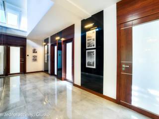 ห้องโถงทางเดินและบันไดสมัยใหม่ โดย Auraprojekt โมเดิร์น
