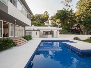 Zwembad door Tato Bittencourt Arquitetos Associados, Modern