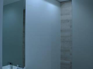 Remodelação de Anexo Modern Bathroom by Atelier de Arquitectura Susana Guerreiro Modern