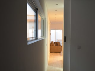 Remodelação de Anexo Modern Corridor, Hallway and Staircase by Atelier de Arquitectura Susana Guerreiro Modern