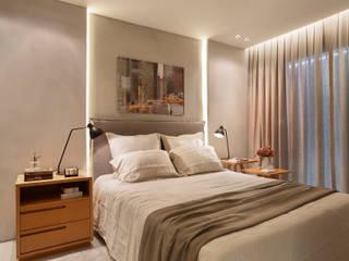 Apartamento decorado Calper: Quartos  por Gisele Taranto Arquitetura,Moderno