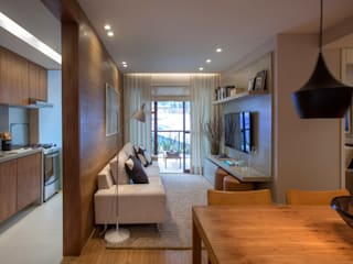 Living room by Gisele Taranto Arquitetura,