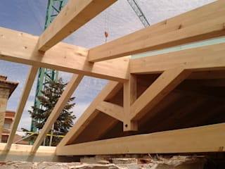 CENTRO TURÍSTICO EN CELLA: Casas de estilo  de CUTECMA Estructuras de madera