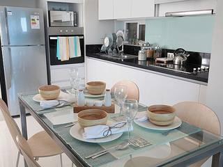Terraza Pacifico 2 dormitorios: Comedor de estilo  por VdecoracionesCL
