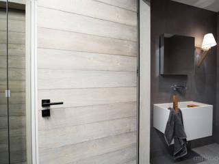 Industrial style bathroom by MINIMOO Architektura Wnętrz Industrial