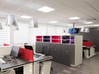 Réhabilitation contemporaine complète pour un espace de bureaux à Paris réHome Espaces de bureaux modernes