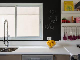 Cozinha Contemporanea: Cozinhas  por Fernanda Bertolucci Arquitetura   Interiores