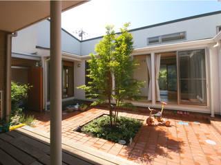 家族を守るコートハウス: かんばら設計室が手掛けた庭です。,