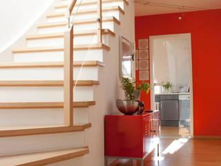 Modern Corridor, Hallway and Staircase by Höltkemeier InnenArchitektur Modern