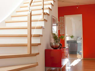 Corredores, halls e escadas modernos por Höltkemeier InnenArchitektur Moderno