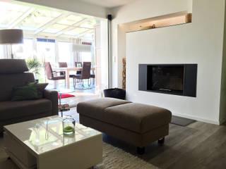 Salas de estar modernas por Höltkemeier InnenArchitektur Moderno