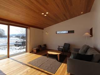 藤松建築設計室 ห้องนั่งเล่นโซฟาและเก้าอี้นวม