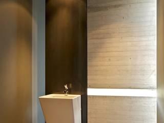 Modern bathroom by Agraz Arquitectos S.C. Modern