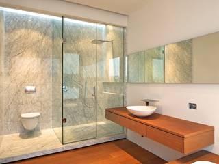 Casa X: Baños de estilo  por Agraz Arquitectos S.C.