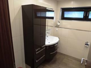 Dusche, Badewanne – oder beides?: moderne Badezimmer von Bad Campioni