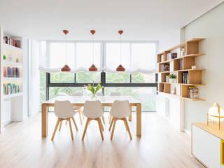 Scandinavian style dining room by Beivide Studio Scandinavian