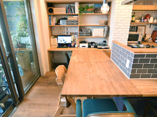 Rustic style dining room by 株式会社エキップ Rustic