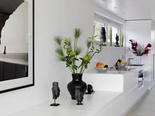 LABOR WELTENBAU ARCHITEKTUR Modern Corridor, Hallway and Staircase
