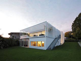 Rumah Modern Oleh LABOR WELTENBAU ARCHITEKTUR Modern