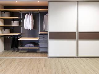 モダンスタイルの寝室 の Elfa Deutschland GmbH モダン