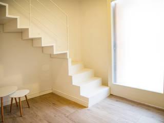 Casa F: Ingresso & Corridoio in stile  di Arch. Francesca Timperanza, Minimalista