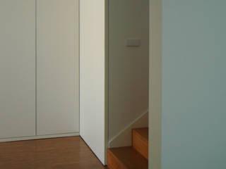 br_house Corredores, halls e escadas modernos por rui ventura | [v2a+e] Moderno