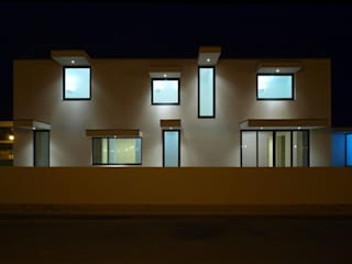 br_house Janelas e portas modernas por rui ventura | [v2a+e] Moderno