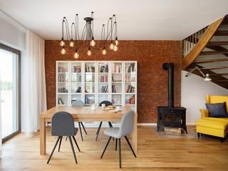 Jadalnia połączona z małą biblioteką: styl , w kategorii Jadalnia zaprojektowany przez Monika Staniec Interior Design