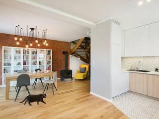 Kuchnia z jadalnią obok: styl , w kategorii Kuchnia zaprojektowany przez Monika Staniec Interior Design