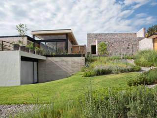 Balcones y terrazas modernos de Estudio Manuel Peredo Moderno
