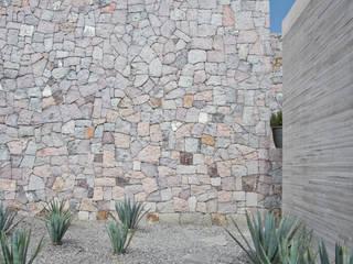 La Colina 17 Paredes y pisos de estilo moderno de Estudio Manuel Peredo Moderno Piedra