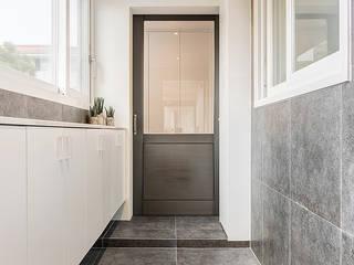 Modern corridor, hallway & stairs by Design A3 Modern