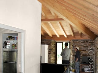 Salas de estar campestres por b+t arquitectos Campestre