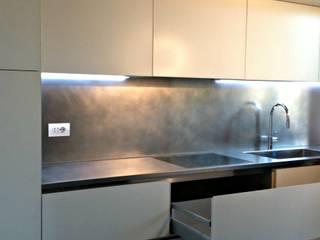 Glass kitchen: Cucina in stile  di Arch. Pierangela Crosti