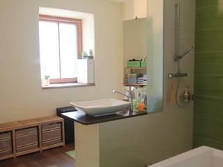Badezimmergestaltung RAUMPULS Lenz & Lenz-Armstorfer OG Moderne Badezimmer Grün