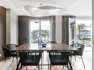 Design furniture for a modern dinning room. Villa on Cote d'Azur. Sala da pranzo moderna di NG-STUDIO Interior Design Moderno