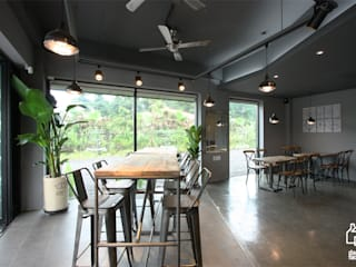 Industrial style dining room by 디자인팩토리 Industrial