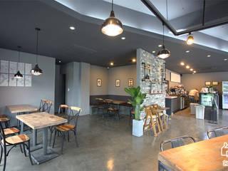 CAFE 'MONGNI MONGRI': 디자인팩토리의  다이닝 룸