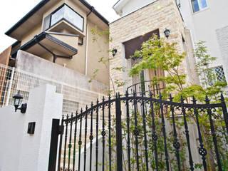 アンティーク家具と暮らすロフトのある家: 遊友建築工房が手掛けた廊下 & 玄関です。