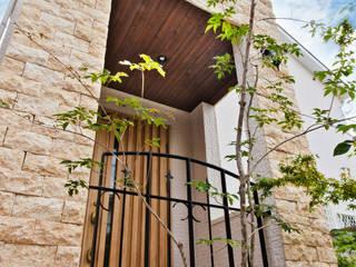 Mediterranean corridor, hallway & stairs by 遊友建築工房 Mediterranean