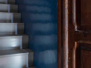 Rustic style corridor, hallway & stairs by osb arquitectos Rustic