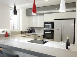 Simple and bright interior PTC Kitchens Cucina moderna