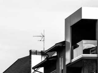 LOFT | LV : Terrazza in stile  di HIDDENOFFICE