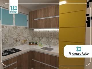 Cozinha e área de serviço camuflada: Cozinhas  por Andressa Leite Arquitetura e Iluminação