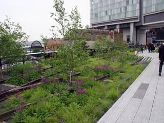High Line - Varios Autores: Pasillos y hall de entrada de estilo  por Gabriela Ulloa W.