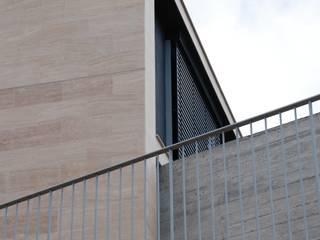 Moradia Unifamiliar por ARQG3 - Arquitectura e Design, Unipessoal Lda. Moderno
