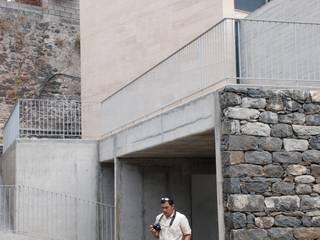 Moradia Unifamiliar:   por ARQG3 - Arquitectura e Design, Unipessoal Lda.